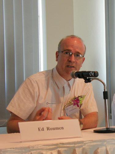 นายเอ็ด รูเมน ผู้จัดการฝ่ายพัฒนาพันธุ์ข้าวและข้าวลูกผสม ของไบเออร์ (เอเชียตะวันออกเฉียงใต้)