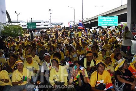 """พันธมิตรฯ ปักหลักรอตะเพิด """"สมชาย"""" แน่นดอนเมือง"""