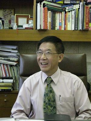 ดร.สารสิน วีระผล ผู้ผันตัวจากนักวิชาการ นักการทูต สู่ผู้บริหารมืออาชีพในตำแหน่งรองกรรมการผู้จัดการใหญ่บริหาร ของบริษัท เครือเจริญโภคภัณฑ์ จำกัด