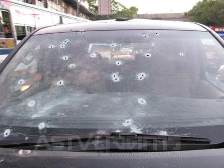 รถยนต์ ของนายสนธิ ลิ้มทองกุลที่ถูกกระหน่ำยิง