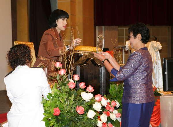 อรุณี วงศ์ปิยะสถิตย์ รับพระราชทานรางวัลนักวิทยาศาสตร์นิวเคลียร์ดีเด่นจากสมเด็จเจ้าฟ้าหญิงจุฬาภรณ์วลัยลักษณ์ ฯ