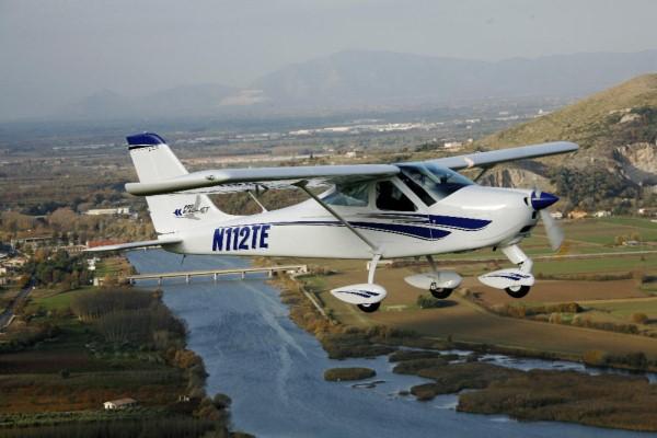 <bR><FONT color=#3366ff>เครื่องบินเล็ก Eaglet อีกรุ่นหนึ่งผลิตในออสเตรเลีย แต่ Eaglet ของจีนเป็นขนาด 5 ที่นั่ง ใหญ่กว่านี้ และ แน่นอนบินได้เร็วกว่า สำหรับธุรกิจอย่างแท้จริง บริษัทผู้ผลิตในจีนเล็งไปที่ตลาดลาว ตลาดเล็กๆ แต่การลงทุนขยายตัวรวดเร็วมากและการคมนาคมยังไปไม่สะดวกทั่วถึง เครื่องบินเล็กส่วนตัวที่ราคาไม่แพงมากอาจจะเป็นคำตอบ</FONT></bR>