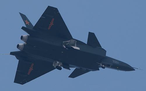 เครื่องต้นแบบของ เจ-20