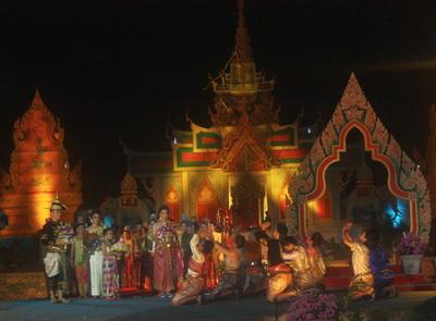 การแสดงละครอิงประวัติศาสตร์ท้าวเทพกระษัตรี ท้าวศรีสุนทร  ที่โคกลชนะพม่า ซึ่งจัดแสดงระหว่างวันที่ 13-15 มี.ค.นี้