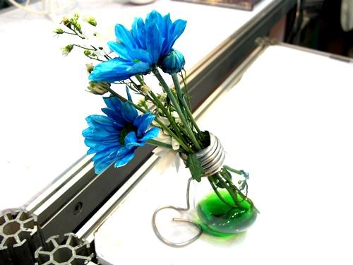 แจกันดอกไม้จากหลอดไฟ