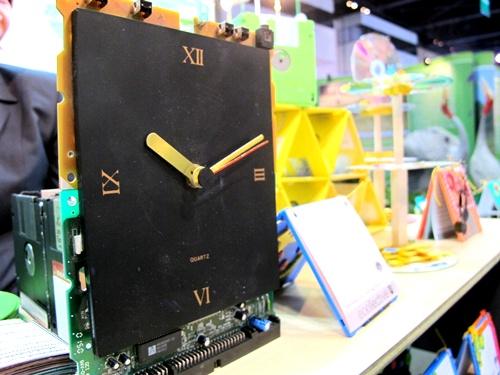 นาฬิกาจากแผ่นดิกส์
