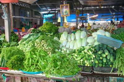 น้ำท่วมทำภูเก็ตเริ่มขาดแคลนสินค้าผักและผลไม้ราคาปรับขึ้น