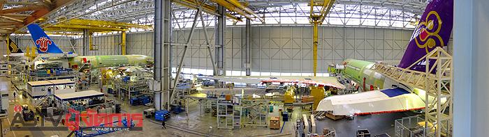 ภาพพาโนรามาของเครื่องการบินไทยในโรงงานที่ตูลูส ซึ่งมีการประเมินความคืบหน้าในสายการประกอบขั้นสุดท้ายราวร้อยละ 30