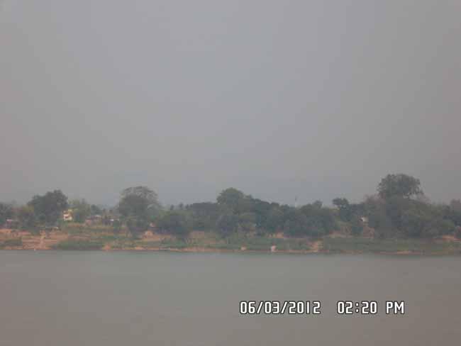 หมอกควันฝั่งลาวแผ่ข้ามโขงปกคลุมเมืองนครพนม