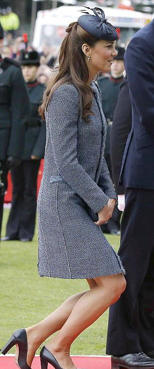 """ราชสำนักอังกฤษออกกฎใหม่ให้ """"เคต"""" ต้องถอนสายบัวแด่เชื้อพระวงศ์สตรี"""