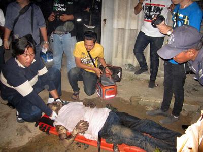 หนุ่มขับรถหัวลากเครียด ใช้น้ำมันเบนซินราดจุดไฟเผาตัวเองหวังฆ่าตัวตาย