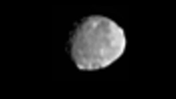 ยานดอว์นของนาซาบันทึกภาพเวสตาที่เหมือนอยู่ในระยะแรกของการก่อตัว ดาวเคราะห์น้อยที่มีมวลมากเป็นอันดับสองได้ เมื่อปี 2011 (NASA/JPL-Caltech/ UCLA/MPS/DLR/PSI)