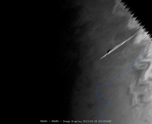 ภาพจากดาวเทียม Meteosat-9 จับภาพขณธอุกกาบาตพุ่งเข้ามาในชั้นบรรยากาศโลก (EUMETSAT/ไลฟ์ไซน์)
