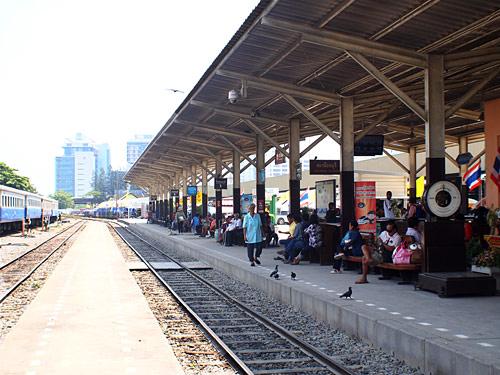 ใครอยากไปท่องเที่ยวทางใต้สามารถมาใช้บริการรถไฟได้ที่นี่