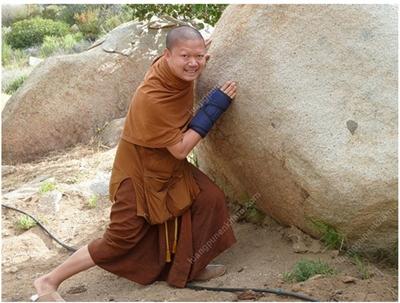 ภาพจากเว็บไซต์ www.luangpunenkham.com