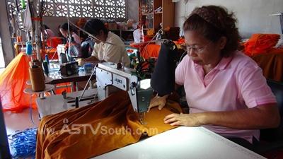 ผู้สูงอายุร่วมกลุ่ม SML ตัดเย็บเสื้อผ้าสร้างรายได้บั้นปลายชีวิต (ชมคลิป)