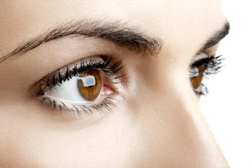 """10 วิธีถนอม """"ดวงตา"""" ให้สวยใส"""