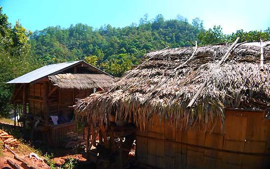 บ้านชาวปกาเกอะญอที่ อ.วัดจันทร์