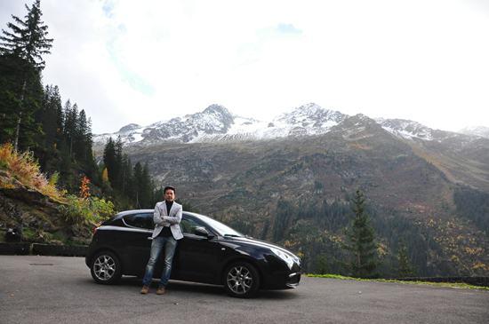 ฉากหลังเป็นเทือกเขาทิตลิส สวิตเซอร์แลนด์