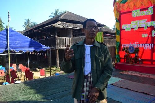 พ่อหนานเอ๊ก มัคทายกวัดศรีบุญเรือง 1 ใน 5 หัววัดของบ้านห้วยส้าน จังหวัดเมียวดี รัฐกะเหรี่ยง ประเทศพม่า วัย 60 ปี ที่ถือเป็นคนไทยล้านนาในพม่า รุ่นที่ 4