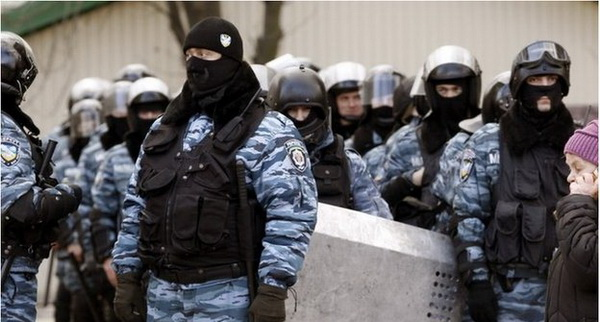 –ยูเครนประกาศยุบหน่วยตำรวจปราบจลาจลที่เป็นที่จงเกลียดจงชังของผู้ประท้วง เพื่อฟื้นความเชื่อมั่นและเอกภาพ ในเวลาที่ประเทศกำลังแตกแยกทางการเมืองและเผชิญภาวะแหลกเหลวทางเศรษฐกิจ