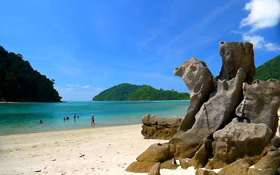 """""""เกาะสุรินทร์""""น้ำใส ทะเลสวย แหล่งดำน้ำตื้นดีที่สุดในเมืองไทย/ปิ่น บุตรี"""