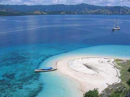 """นียภาพ """"เกาะลอมบอก"""" (ภาพ : เว็บไซต์ jacktarsuperyachtcharter)"""