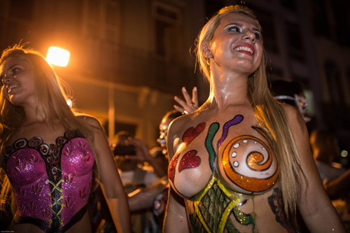 Rio de Janeiro, Rio de Janeiro, BRAZIL: Topless dancers perform during a street parade of Banda da Rua do Mercado in Rio de Janeiro, Brazil, on Februrary 27, 2014. Rios carnival will start officially from tomorrow for 5 days and have around 470 groups on streets. Samba school parades will have a peak at Sambodromo on March 2 and 3, 2014. AFP PHOTO/Yasuyoshi Chiba