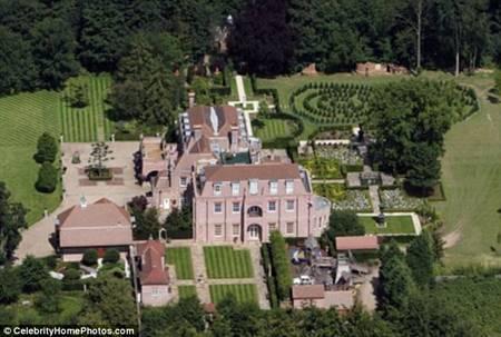 ขาย Beckingham Palace ได้แล้ว เบ็คใจป้ำแถมซุปเปอร์คาร์ 3 คัน