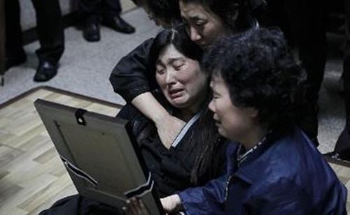 """คลิปสะเทือนอารมณ์เผย ช่วงสุดท้ายของกลุ่มนร.มัธยมเกาหลีใต้ ก่อนเรือเฟอร์รี """"เซวอล"""" อับปาง"""