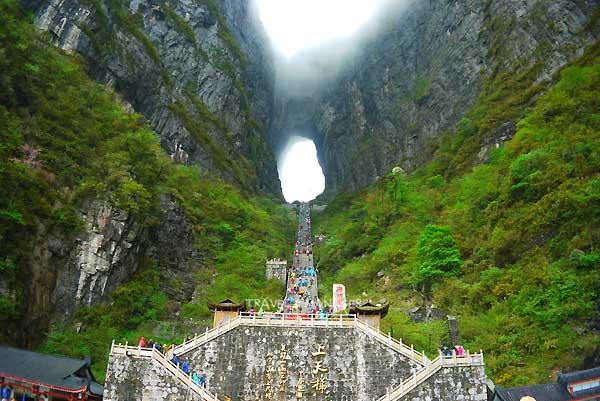 ถ้ำประตูสวรรค์ อีกหนึ่งความมหัศจรรย์แห่งขุนเขาในเมืองจีน
