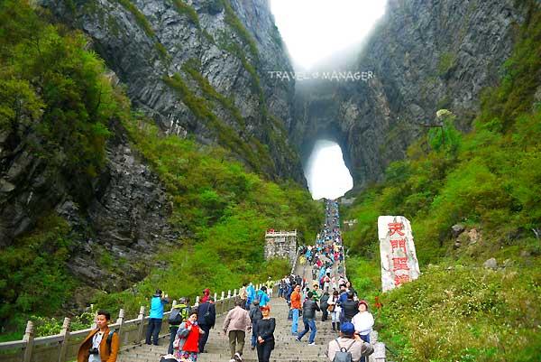 บันได 999 ขั้นสู่ประตูสวรรค์ที่ชาวจีนเชื่อว่าเป็นพื้นที่ศักดิ์สิทธิ์