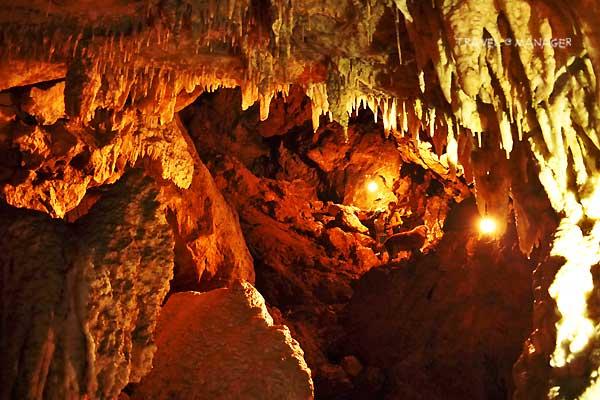 หินงอกหินย้อยภายในถ้ำปราสาทนาฬาคิริง