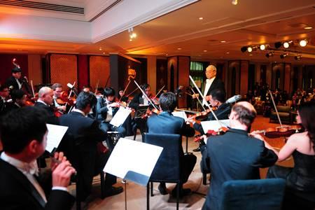 บรรเลงเพลงพระราชนิพนธ์โดยวงดนตรีโปรมูซิกา