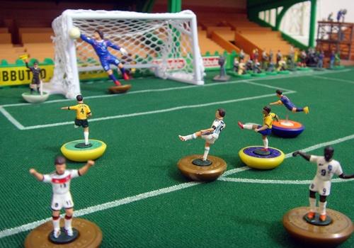 Mini-art vs mini-football