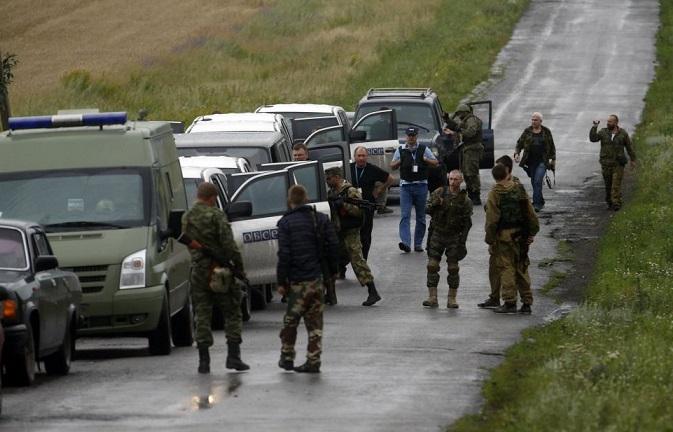 โดยล่าสุด OSCE ที่เดินทางไปถึงที่เกิดเหตุ CNN สื่อสหรัฐฯรายงานว่า ไม่สามารถเข้าสู่พื้นที่ตกได้อย่างเต็มที่เพราะได้รับการขัดขวางจากกลุ่มกบฎ