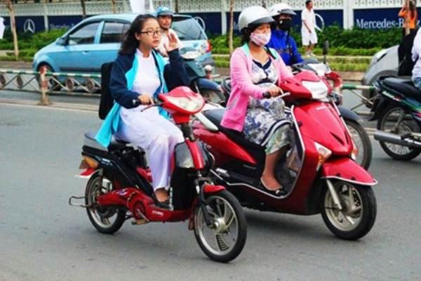 """""""จักรยานไฟฟ้า"""" ได้รับความนิยมสูงในเวียดนาม ประหยัดเงิน-ไม่ง้อน้ำมัน"""