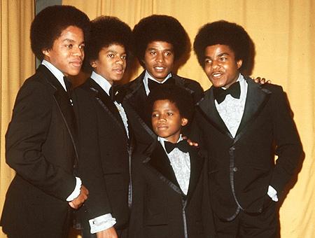 ยังมีคำกล่าวอ้างว่า ไมเคิล แจ็คสัน ได้กล่าวเมื่อเห็นภาพของวง Jackson 5 ว่า พวกเขาไม่ควรมีสิทธิ์ใช้ชื่อวงนี้ด้วยซ้ำ พวกนี้ก็แค่ขอทานที่ไม่เคยกล้าทำอะไรเลย ผมนี่แหละคือดาราคนเดียวของวง พวกนั้นควรมาขัดรองเท้าให้ผมด้วยซ้ำ