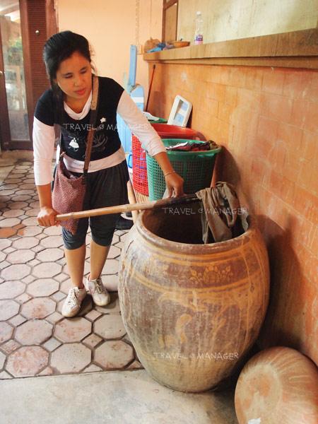 ผ้าหมักโคลนภูมิปัญญาชาวบ้าน