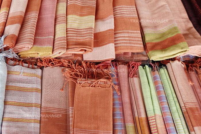ผ้าคลุมไหล่ ผ้าภูอัคนี ของดีบุรีรัมย์
