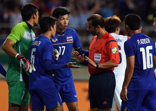 แข้งไทยประท้วงจุดโทษกังขา