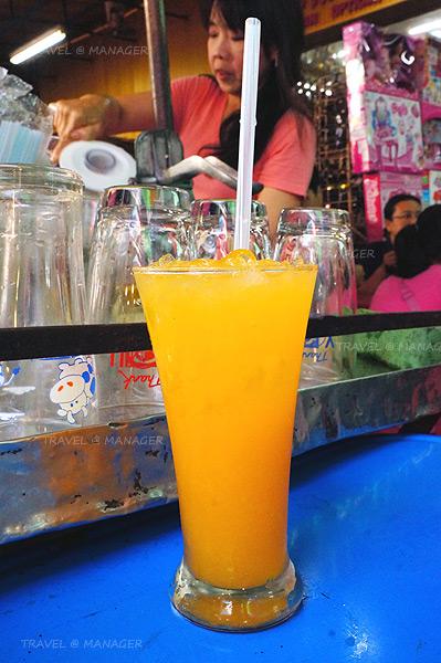 น้ำส้มคั้นสดเย็นชื่นใจ