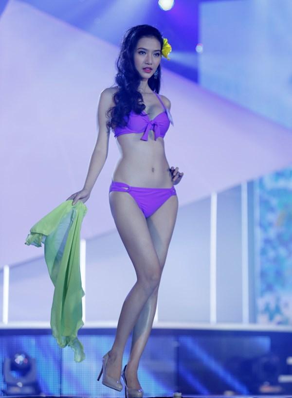 ร้อนๆ จากขอบเวที คัดเน้นๆ 20 มิสเวียดนามนางงามใต้ในชุดว่ายน้ำสีม่วงสด