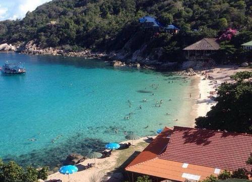 ภาพปัจจุบันของหาดอ่าวลึก เกาะเต่า (ภาพ : Wilawan Sookkho)