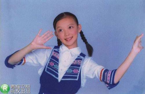 นักร้องสาวในวัยเด็ก