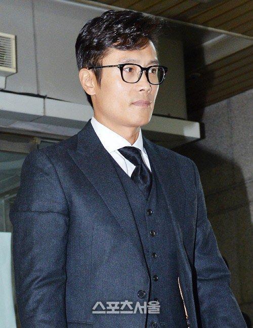"""ดารา GI Joe """"อีบยองฮอน """"โผล่ขึ้นศาลคดีโดนสองสาวแบล็คเมล์"""