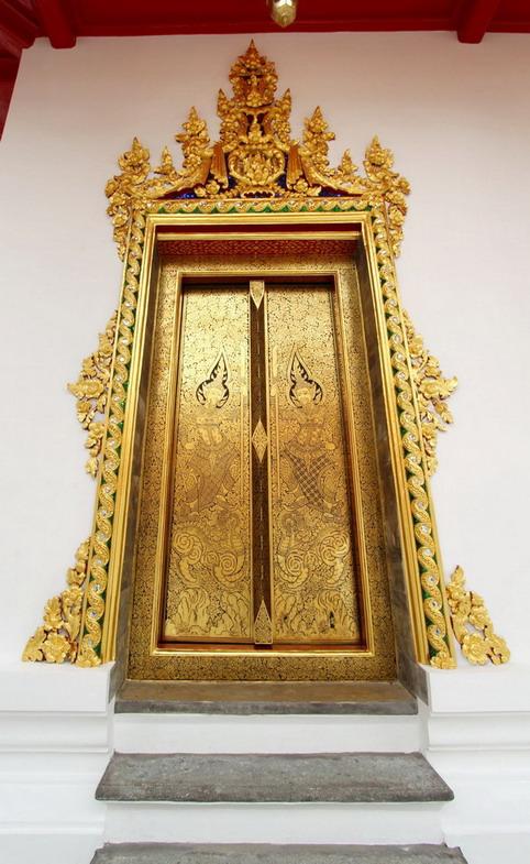 ประตูพระอุโบสถ