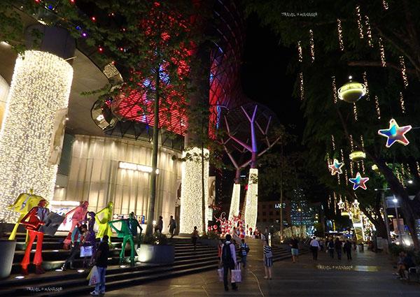 """แสงสียามค่ำคืนที่ """"ถนนออชาร์ด"""" ต้อนรับเทศกาลคริสต์มาส"""