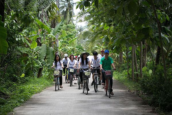 ปั่นจักรยานชมสวน