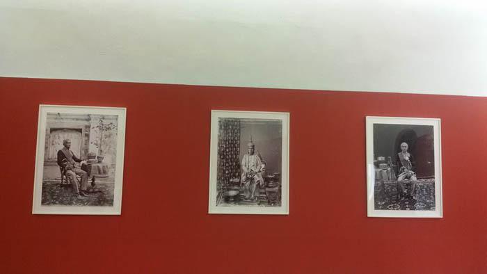 """""""ม.ร.ว.นริศรา จักรพงษ์"""" เชิญชมภาพถ่ายผ่านมุมกล้อง """"จอห์น ทอมสัน"""" เผยประทับใจผลงานศิลป์ """"จักรกาย ศิริบุตร และฤกษ์ฤทธิ์  ตีระวนิช"""""""